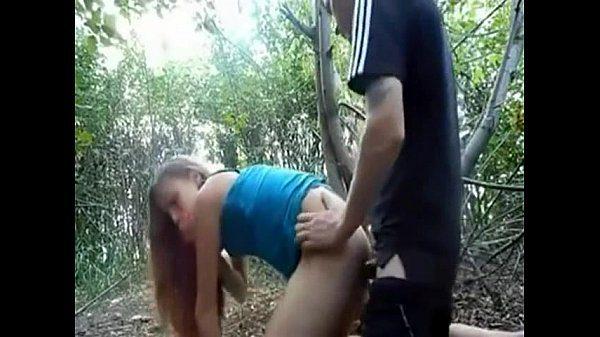 Traindo a namorada com a colega de trabalho no sexo anal