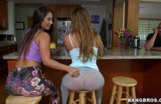 Lésbicas novinhas se pegando gostoso mostrando a bunda