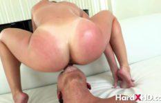 Chupando buceta da casada que adora fazer sexo acrobático