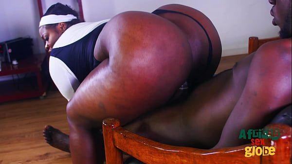 Gostosa xvideos da negona rabuda sentando no pau do negão
