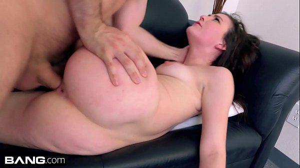 Transando gostoso em cima do sofá de couro a bela Jenna Reid